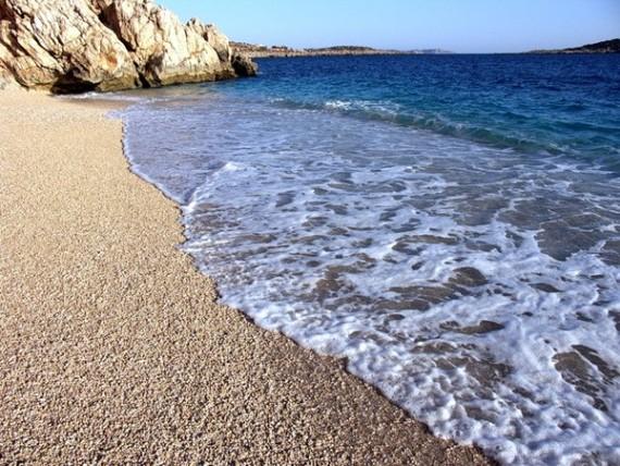 В Кемере пляжи галечные, а не песчаные