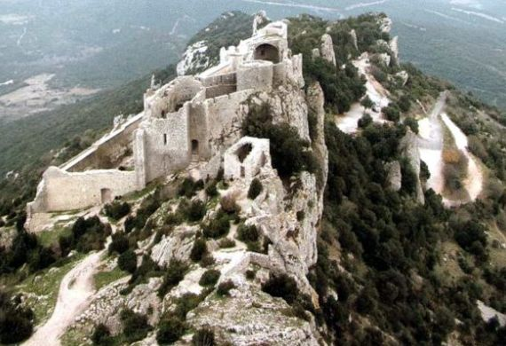 Замок Шато де Пейрепертюз во Франции