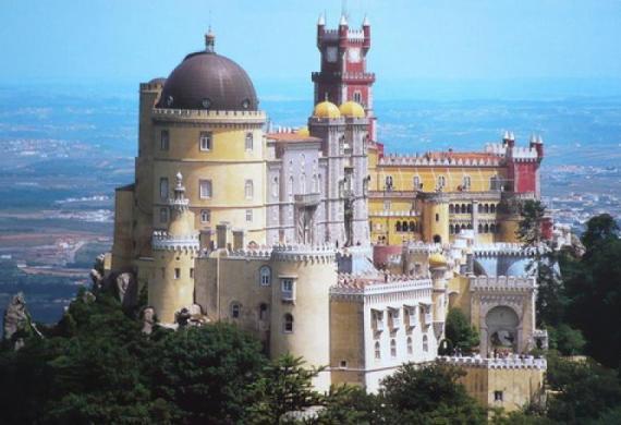 Замок Паласиу да Пена (или Дворец Скорби) в Синтре, Португалия