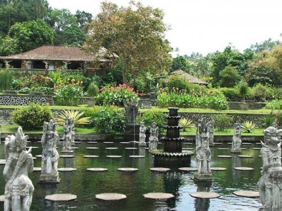 Бали: дворец на воде Тирта Гангга