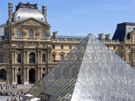 Французский Лувр признан самым посещаемым музеем 2011 года