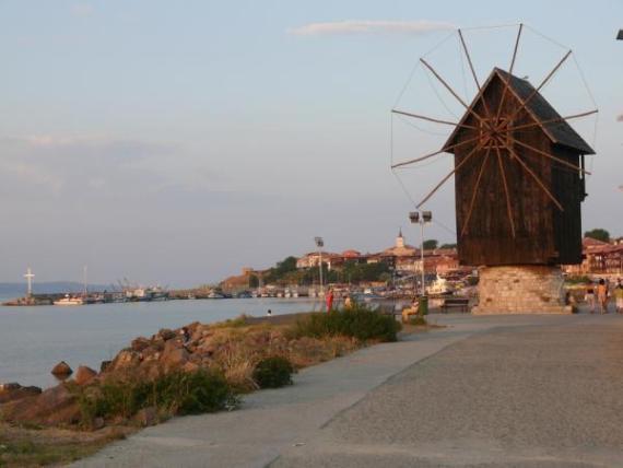 Старая мельница - один из символов Несебра