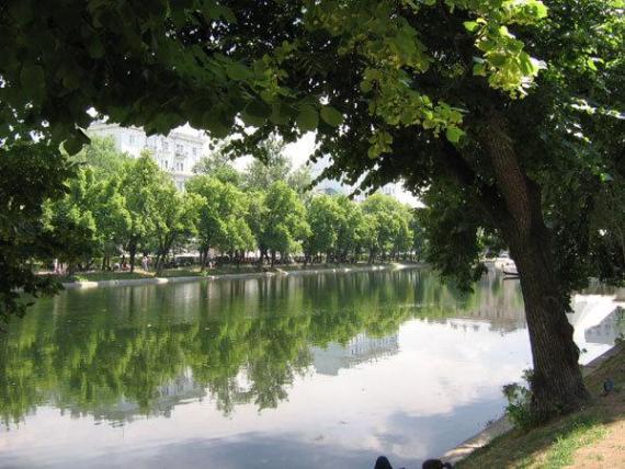 Чистопрудный бульвар - вид на Чистые пруды