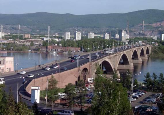 Енисей делит Красноярск на две части