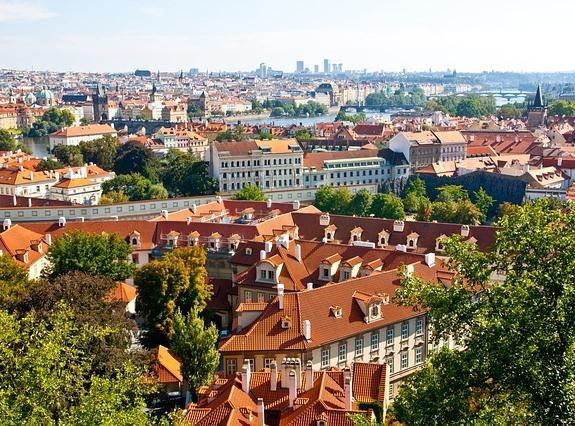 Прага, сочетание старины и современности