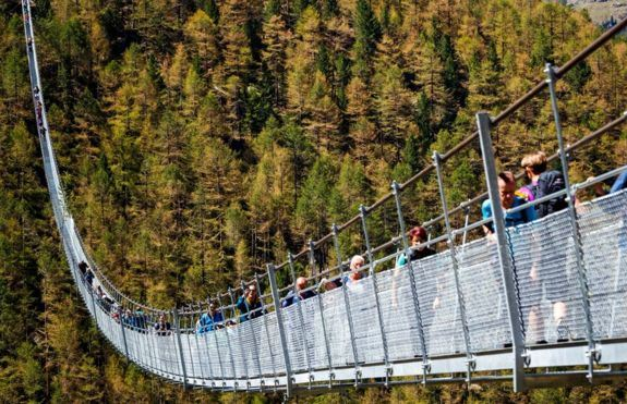 Висячий мост в Швейцарии
