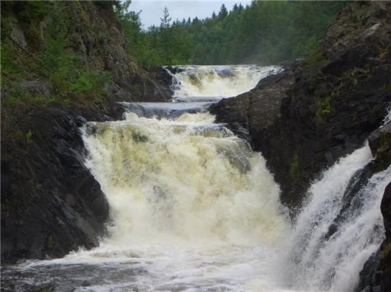 Карелия, водопад в заповеднике Кивач