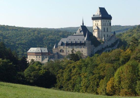 Средневековый замок Карлштейн в Чехии