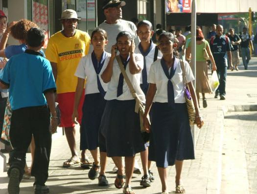В коротких юбках на Фиджи не ходят даже школьницы