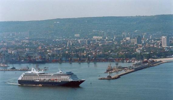 Порт курортного города Варна