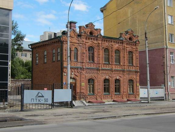 Одно из старинных зданий Новосибирска