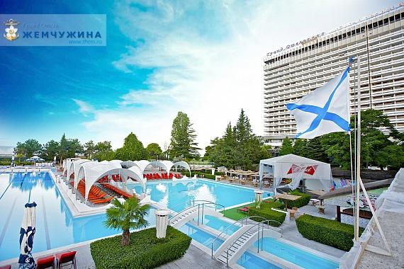Бассейн гостиницы Гранд Отель Жемчужина