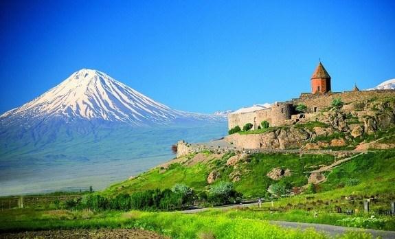 Вид на крепость и гору Арарат
