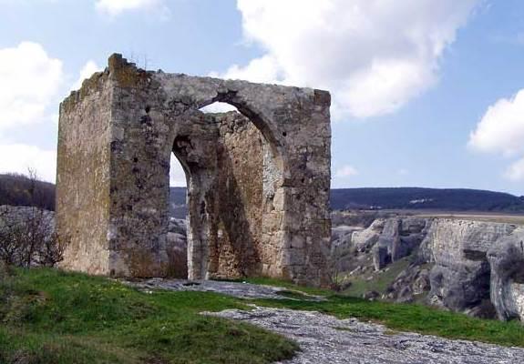 Башня Кыз-Куле в крепости Эски-Кермен