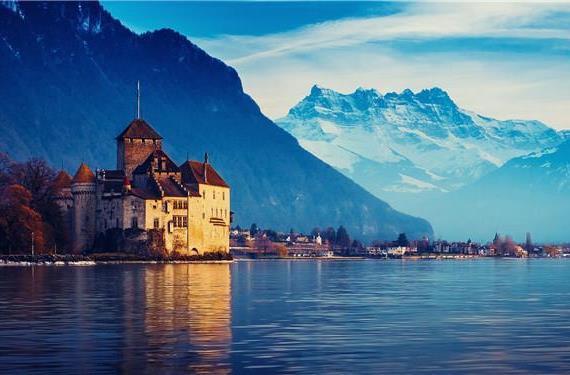 Женевское озеро, на котором располагается термальный курорт Эвиан