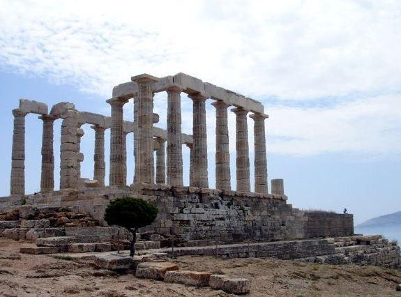 Рядом с Варкизой находится знаменитый храм Посейдона