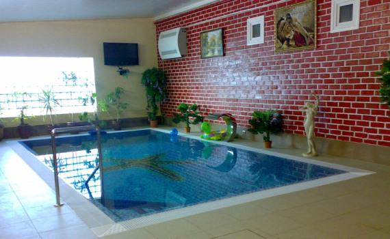Плавать в этом бассейне можно круглый год