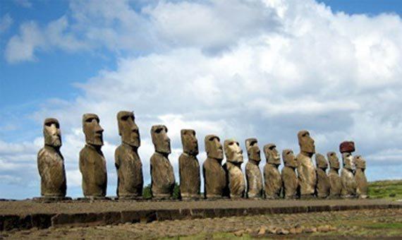 Остров Пасхи знаменит на весь мир своими статуями