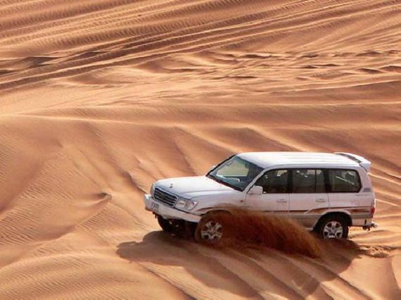Сафари на джипе по пустыне - один из вариантов отдыха в ОАЭ