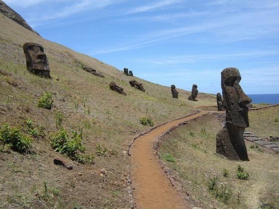 Все туристические маршруты острова Пасхи вертятся вокруг статуй