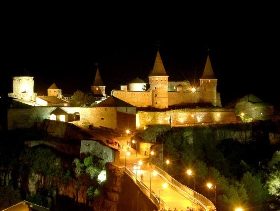 Вид на крепость вечером