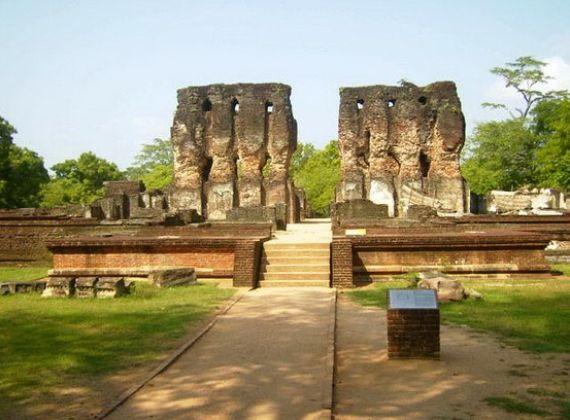 Негомбо, руины форта - уцелевшие ворота