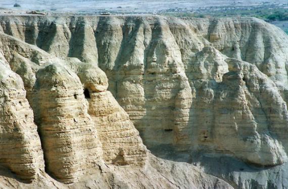 Каньон Кумран в Израиле богат соляными пещерами