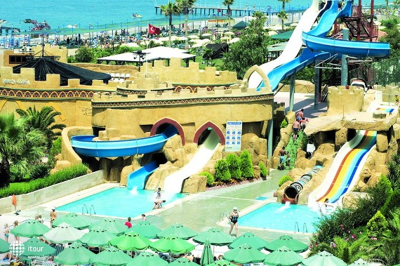 Почти в каждом отеле Алании есть аквапарк