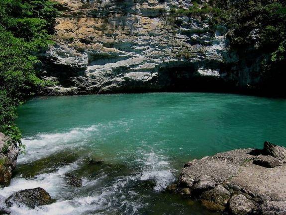 Горные озера Абхазии удивительно романтичны