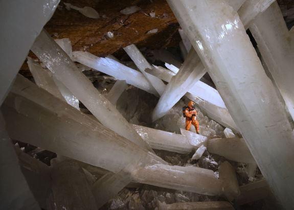 Пещера разделяется на несколько камер
