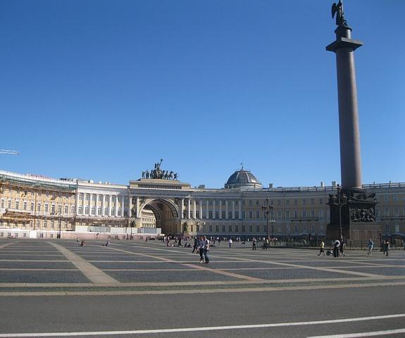 Эрмитаж, Дворцовая площадь, Александрийский столп