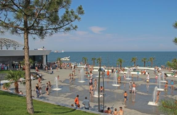 Площадь с фонтанами НЕМО на пляже Ланжерон