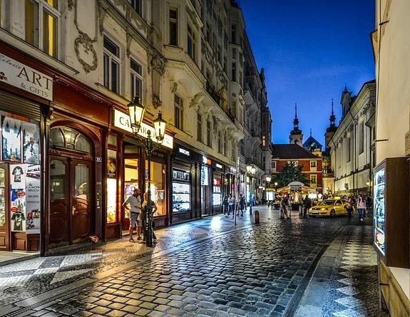 Любая экскурсионная программа по Праге начинается со старого города