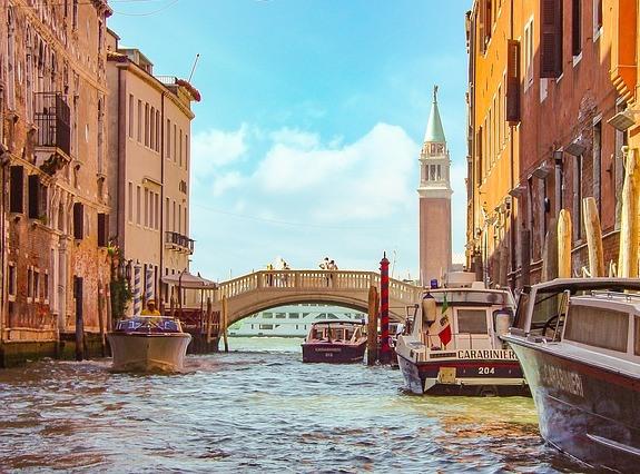В Венеции даже полиция передвигается на лодках