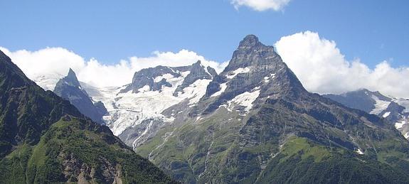 Домбай: горные лыжи и альпинизм зимой и летом