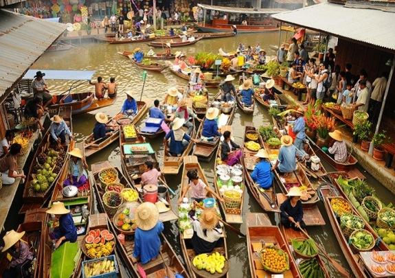 Рынок на реке Дамноен Садуак