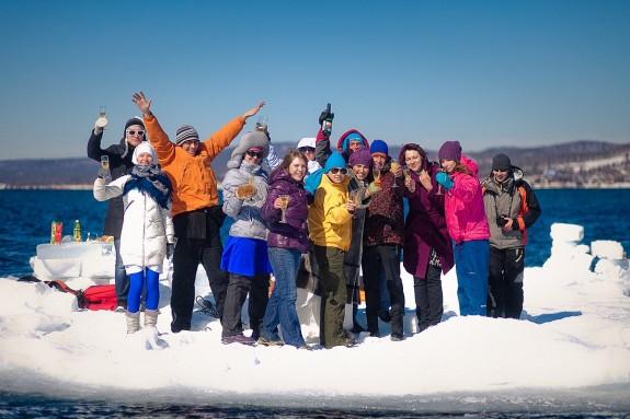 Веселый отдых зимой на Байкале