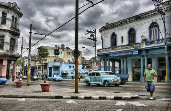 На машине - по Кубе
