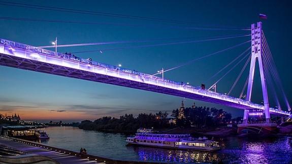 Тюмень, набережная, мост влюбленных