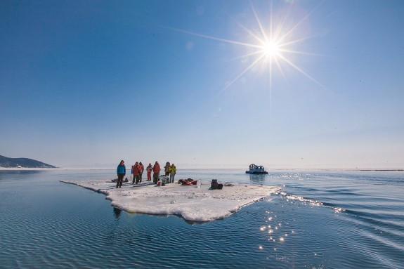 Сплав на льдине по Байкалу