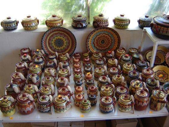 Уникальная особенность Болгарии – еда в горшочках, а сами горшочки - лучший сувенир