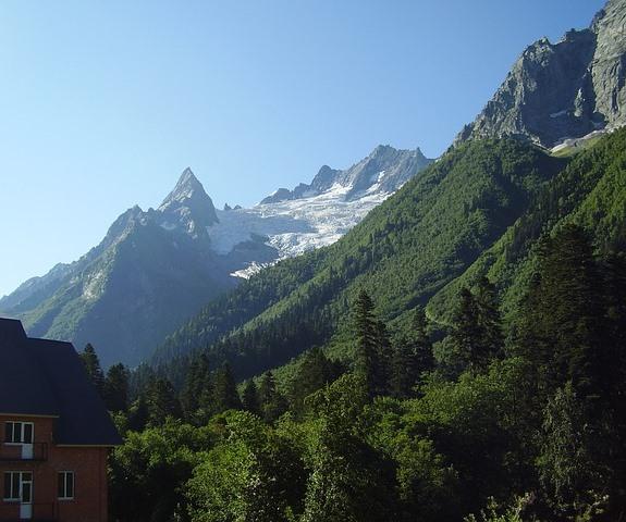 Домбай, вид на горы