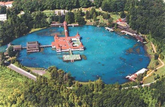 Хевиз - термальное озеро в Венгрии