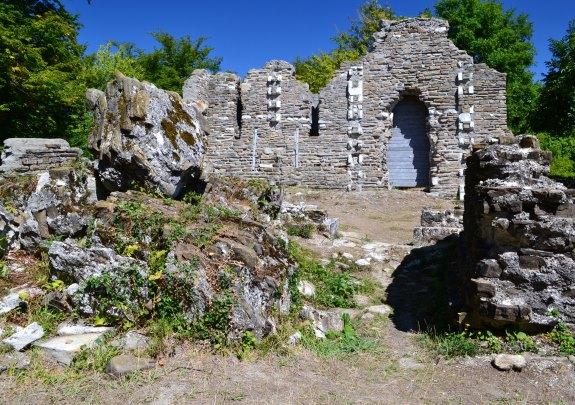 Развалины в Лоо