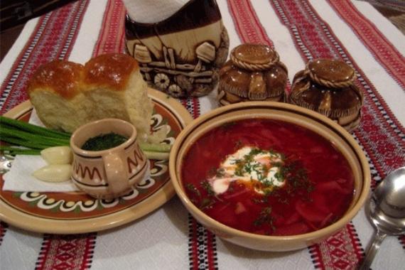 Шедевр украинской кухни - борщ и фирменные пампушки