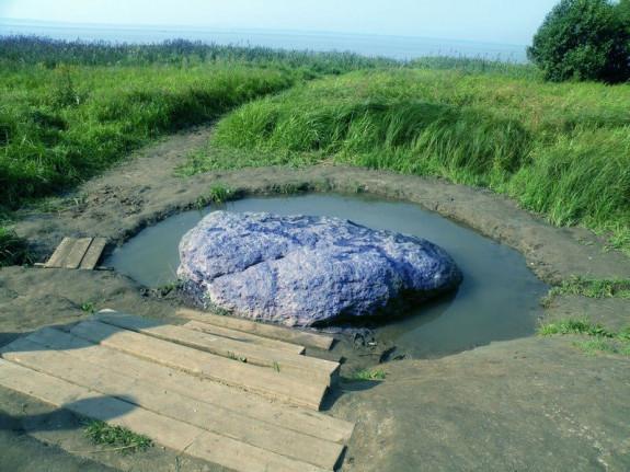 Синь камень на Плещеевом Озере