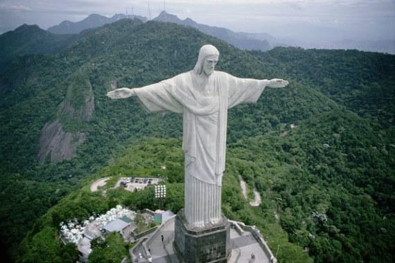 Статуя Спасителя - самая известная достопримечательность Бразилии.