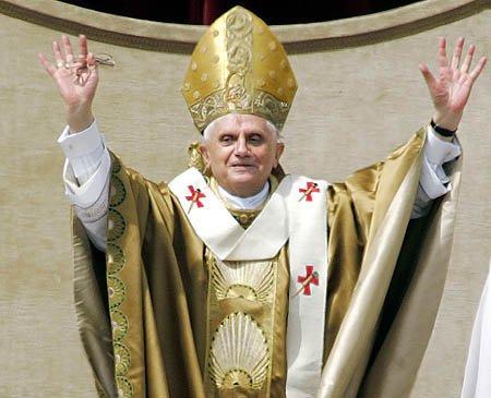 Папа Римский запретил оголять колени и локти